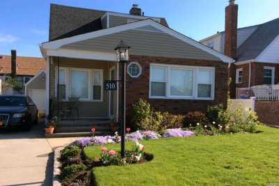 Long Beach NY Single Family Home For Sale: $639,000