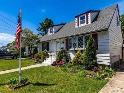 Hicksville Single Family Home For Sale: 64 Underhill Ave
