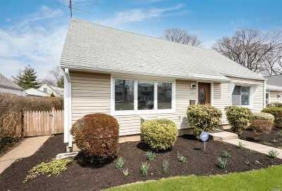 Garden City Single Family Home For Sale: 123 Atlantic Ave