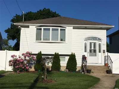 Bellmore Single Family Home For Sale: 2670 Bedell St