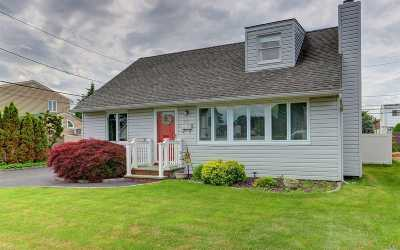 Hicksville Single Family Home For Sale: 32 Ketchams Rd
