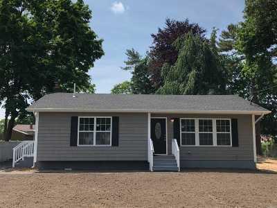 Farmingville Single Family Home For Sale: 54 Oaklawn Ave