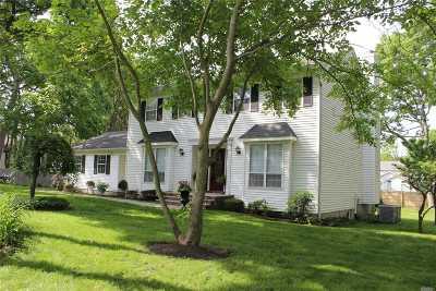 Farmingville Single Family Home For Sale: 3 Sheri Ct