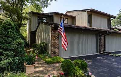 Jericho Condo/Townhouse For Sale: 90 Estate Dr