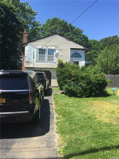 Ronkonkoma Single Family Home For Sale: 26 Hawthorne Ave