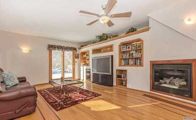 Oakdale Single Family Home For Sale: 90 Lincoln Dr