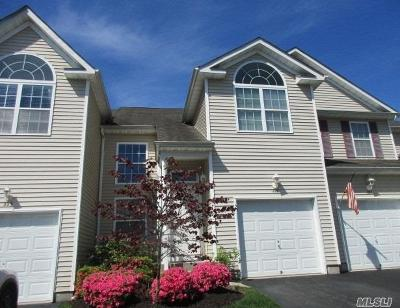 Medford Condo/Townhouse For Sale: 228 Kettles Ln
