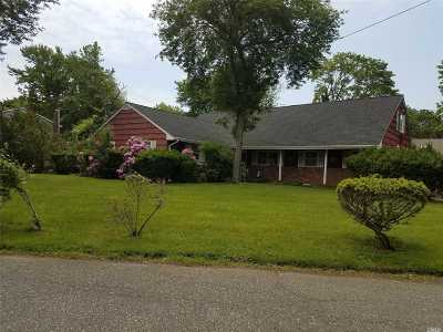 Oakdale Single Family Home For Sale: 162 Blue Point Rd
