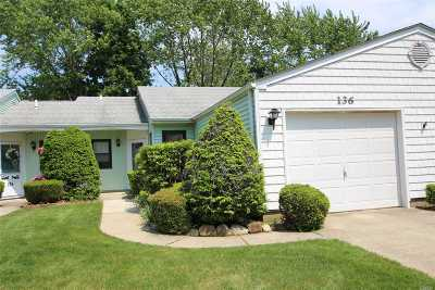Stony Brook Condo/Townhouse For Sale: 136 Knolls Dr