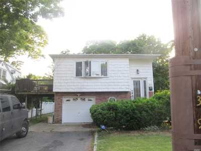 Bay Shore Single Family Home For Sale: 319 Asharoken Blvd