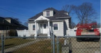central Islip Multi Family Home For Sale: 8 3rd Ave