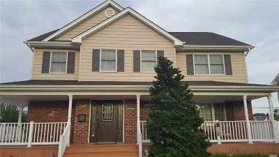 Levittown Single Family Home For Sale: 305 Whittier Ave