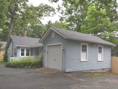 Selden Single Family Home For Sale: 12 New Ln