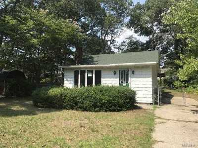Patchogue Single Family Home For Sale: 15 Putnam Ave