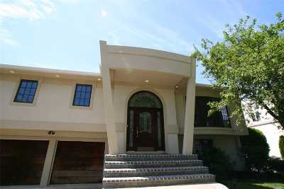 Merrick Single Family Home For Sale: 2740 Clubhouse Road