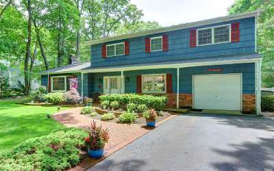 Smithtown Single Family Home For Sale: 66 River Heights Dr
