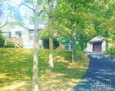 Wading River Single Family Home For Sale: 40 Oakwood Dr