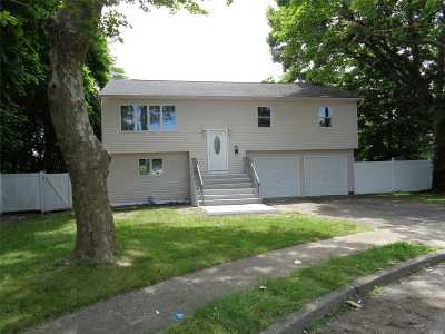 central Islip Single Family Home For Sale: 80 Dietz St