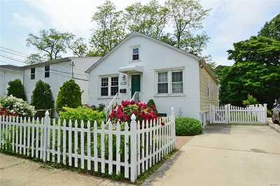 Port Washington Single Family Home For Sale: 69 Graywood Rd