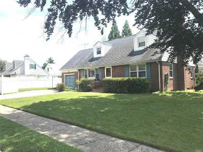 Garden City Single Family Home For Sale: 104 Cambridge Ave