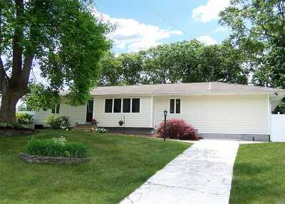 Centereach Single Family Home For Sale: 51 Lolly Ln