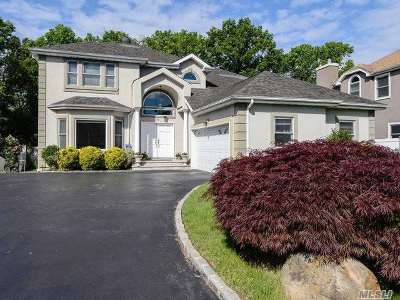 Old Westbury Single Family Home For Sale: 18 Laurel Ln