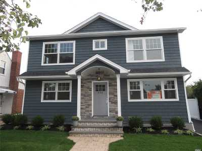 Franklin Square Single Family Home For Sale: 959 Center Dr