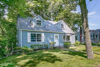 Huntington Single Family Home For Sale: 247 Manor Rd