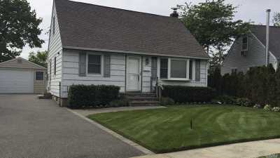 Hicksville Single Family Home For Sale: 10 George Ave