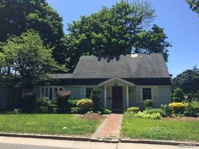 Westbury Single Family Home For Sale: 85 Maplewood Dr