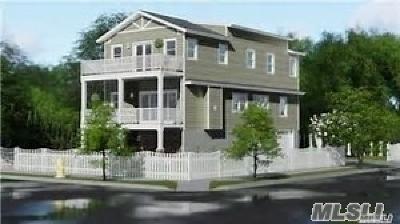 Freeport Single Family Home For Sale: 224 Hudson Ave