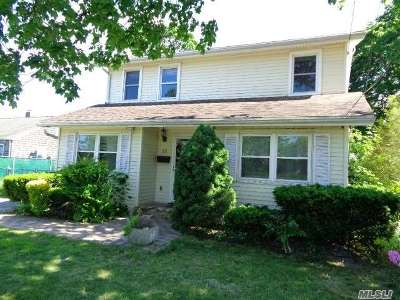 Patchogue Single Family Home For Sale: 26 Franklin St