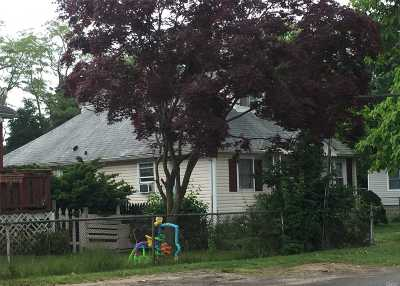 central Islip Single Family Home For Sale: 5 Church St