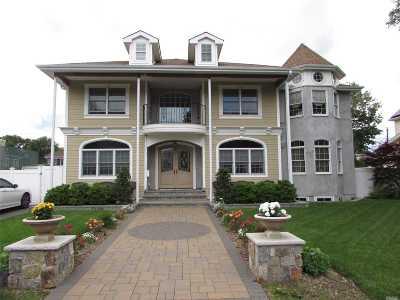 Westbury Single Family Home For Sale: 63 Magnolia St