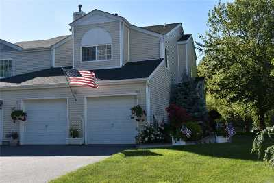 Manorville Condo/Townhouse For Sale: 357 Colonial Cir