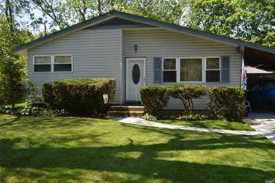 Farmingville Single Family Home For Sale: 100 Columbus Ave