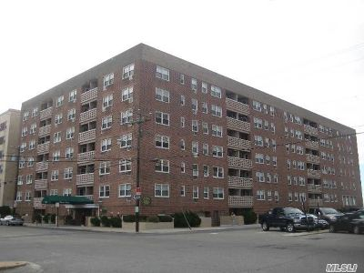 Long Beach NY Co-op For Sale: $289,000