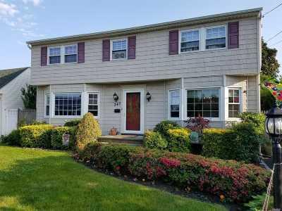 Lindenhurst Single Family Home For Sale: 345 37th St