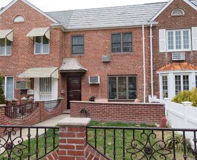 Middle Village Single Family Home For Sale: 62-27 82nd St