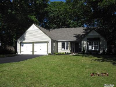 Coram Single Family Home For Sale: 25 Samantha Dr