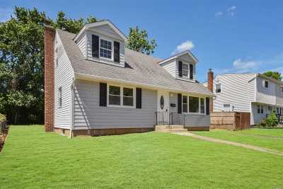 Hicksville Single Family Home For Sale: 44 Salem Rd