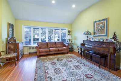 Woodmere Single Family Home For Sale: 1011 Hazel Pl