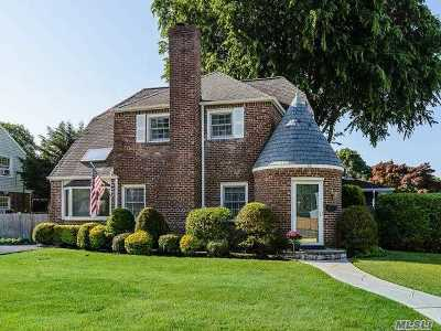 Westbury NY Single Family Home For Sale: $849,000