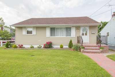 Hicksville Single Family Home For Sale: 182 Princess St