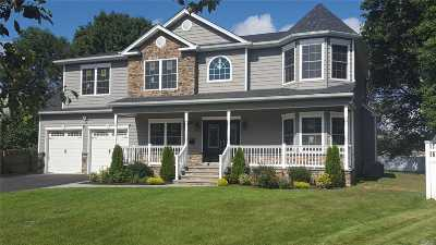 Syosset Single Family Home For Sale: 14 Holly Dr
