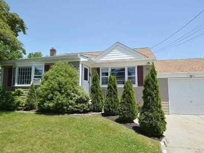 Lindenhurst Single Family Home For Sale: 30 Monroe Dr