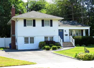 West Islip NY Single Family Home For Sale: $439,000