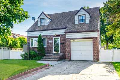 Lynbrook Single Family Home For Sale: 37 Green Ave