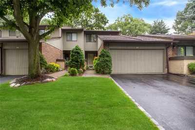 Jericho Condo/Townhouse For Sale: 57 Estate Dr