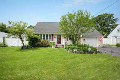 central Islip Single Family Home For Sale: 4 Birchgrove Dr